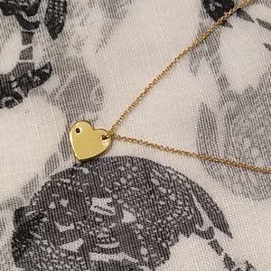 Gold necklace heart charm